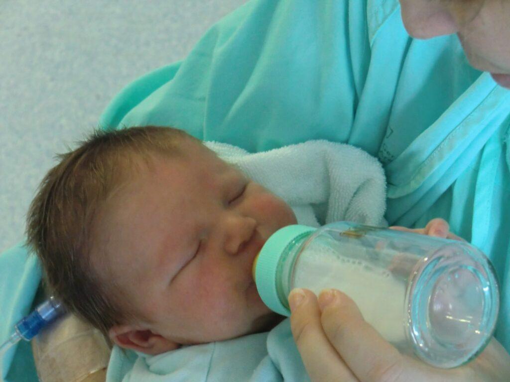 18 tips para dar leche de fórmula con biberones